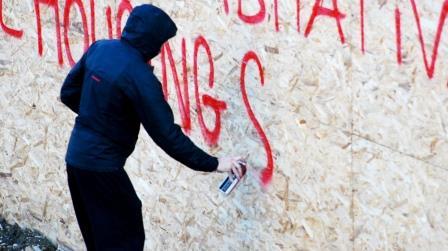 Soluzioni Harpo per pulire muri imbrattati da vandali