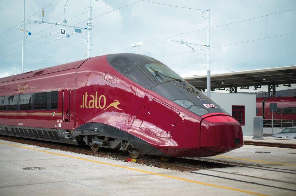 ITALO TRENO lungo la linea ferroviaria Adriatica