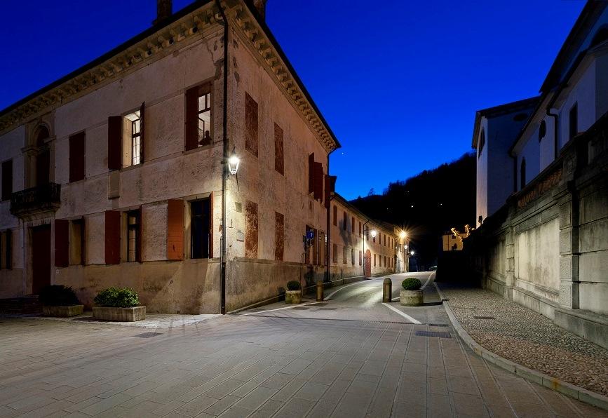 Sistemi di illuminazione Philips LED connessa in tre borghi storici italiani
