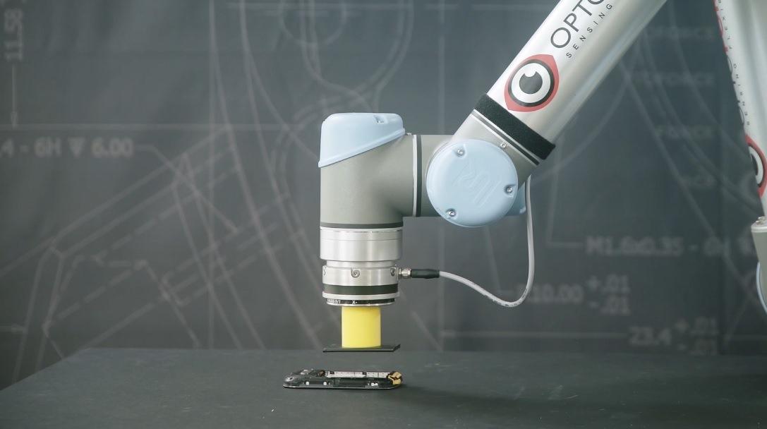 Optoforce introduce il tatto nei robot