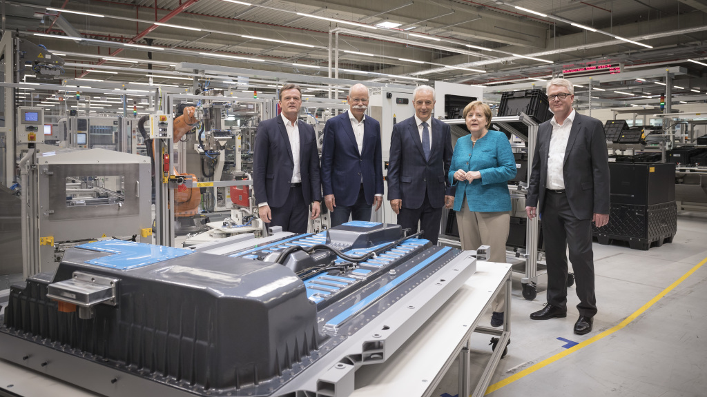 Daimler lays foundation for battery factories