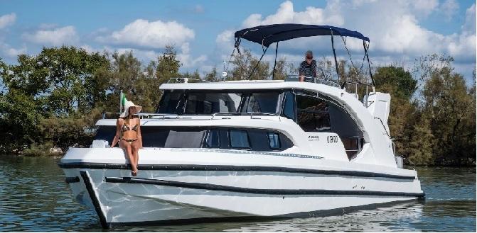 Houseboat ibrida